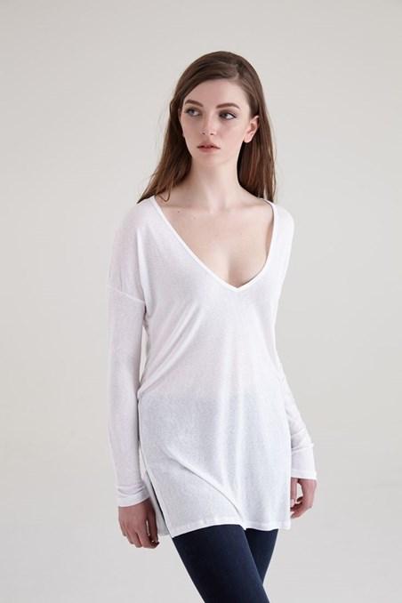 Beyaz V Yakalı Uzun Kollu Tişört