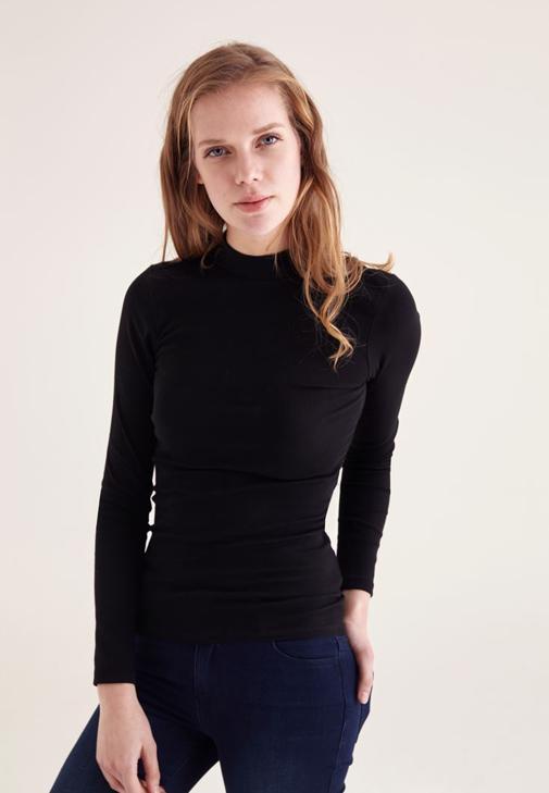Siyah Yarım Boğazlı Uzun Kollu Tişört