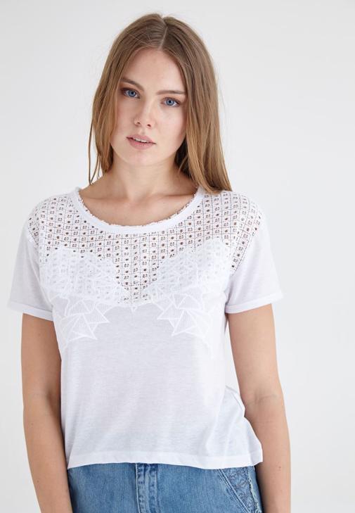 Beyaz Dantel Detaylı Tişört