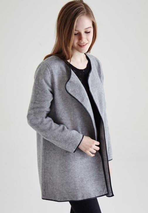 Siyah Önü Açık Biye Detaylı Ceket