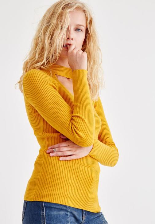 Pullover With Choker Detail