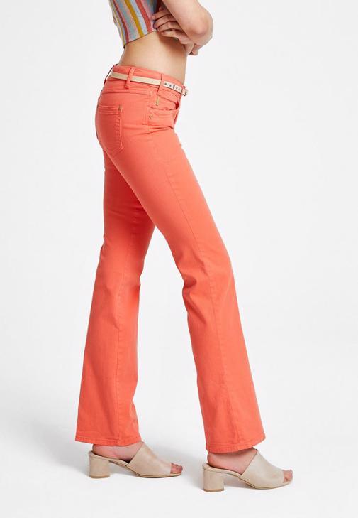 Turuncu Düşük Bel Pantolon ve Düşük Omuzlu Renkli Bluz Kombini