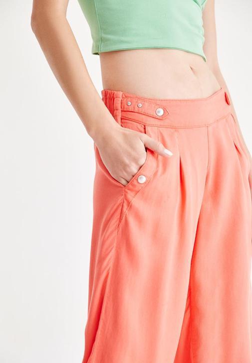Yeşil Büstiyer ve Turuncu Pantolon Kombini