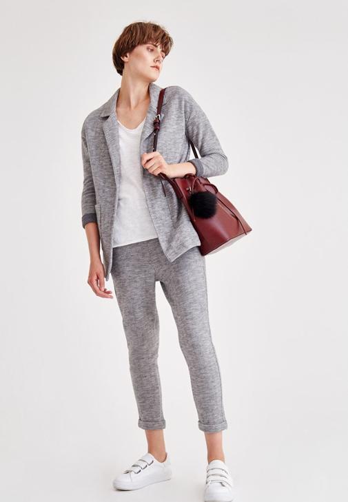 Gri Ceket ve Gri Pantolon Kombini