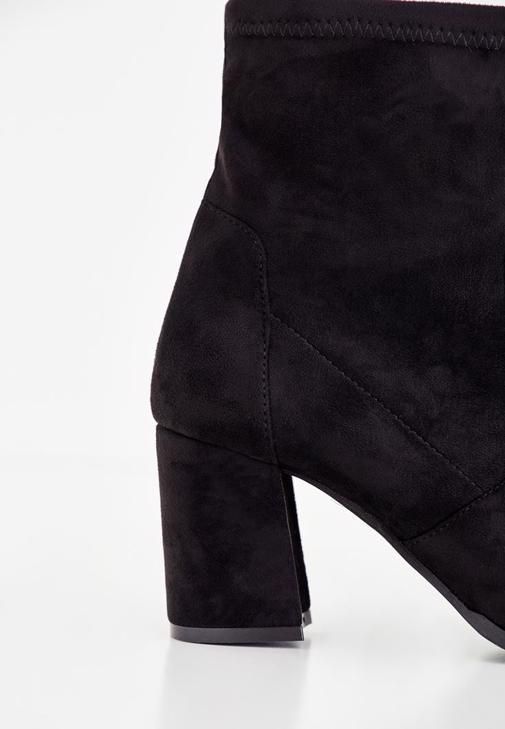 Mor Bluz ve Denim Pantolon Kombini