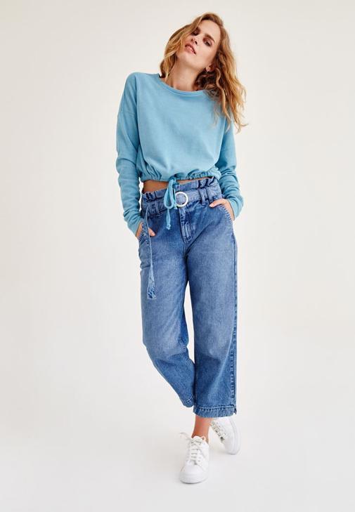 Mavi Sweatshirt ve Jean Pantolon Kombini