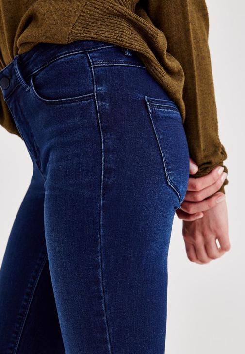 Yeşil Triko ve Denim Pantolon Kombini