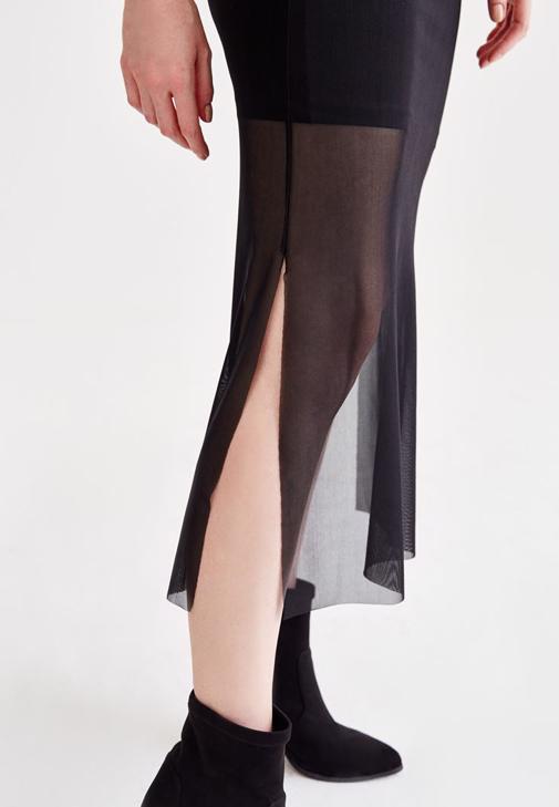 Gri Sweatshirt ve Siyah Tül Etek Kombini