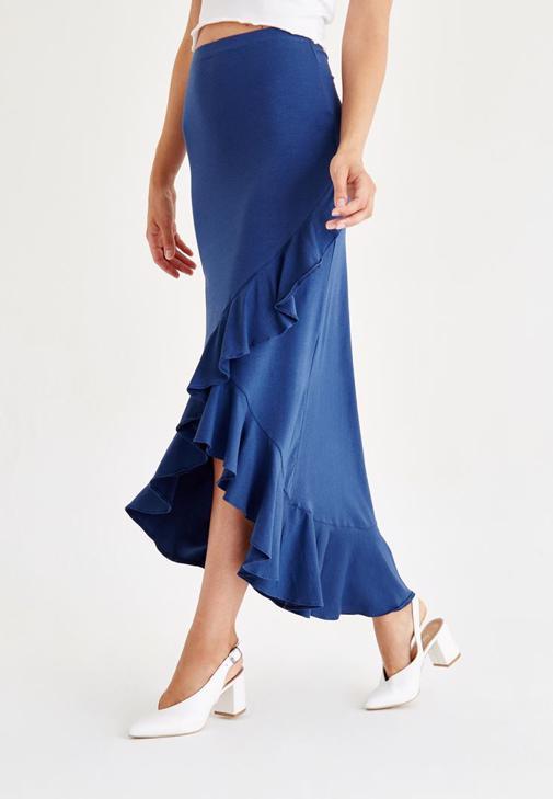 Mavi Uzun Etek ve Beyaz Bluz Kombini