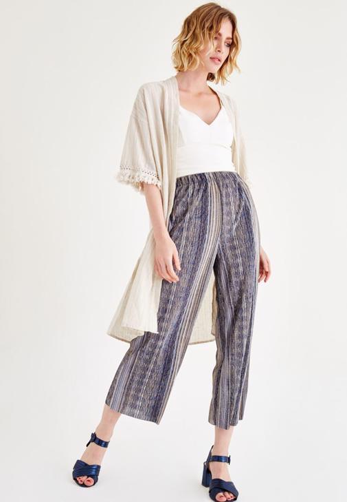 Püsküllü Kimono ve Desenli Pantolon Kombini