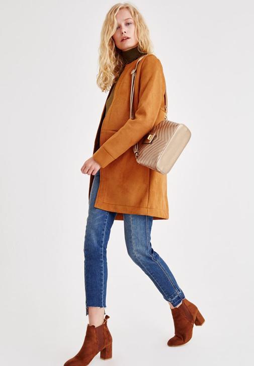 Kahverengi Ceket ve Denim Pantolon Kombini