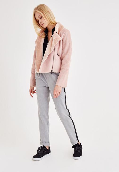 Pembe Ceket ve Gri Pantolon Kombini