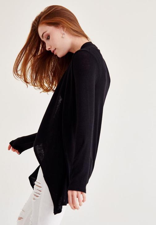 Siyah Hırka ve Pantolon Kombini