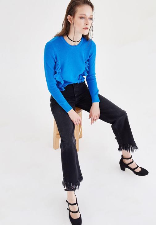 Fırfırlı Kazak ve Bol Kesim Pantolon Kombini