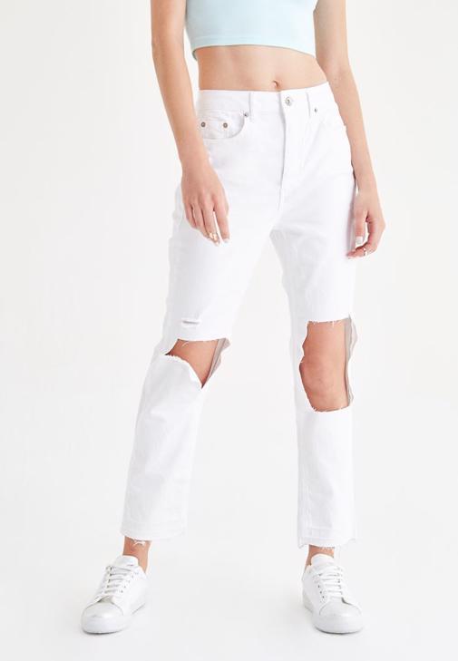 Mavi Bluz ve Beyaz Pantolon Kombini