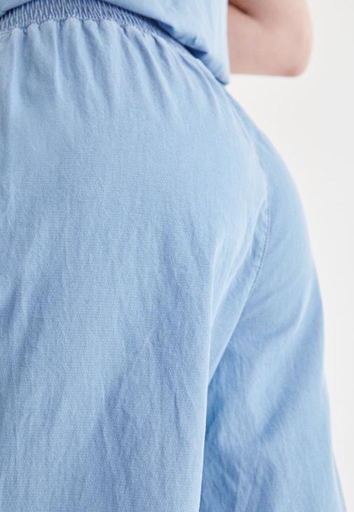 Mavi Bluz ve Mavi Pantolon Kombini
