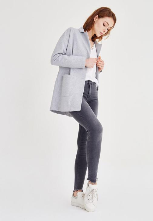 Blazer Ceket ve Kot Pantolon Kombini