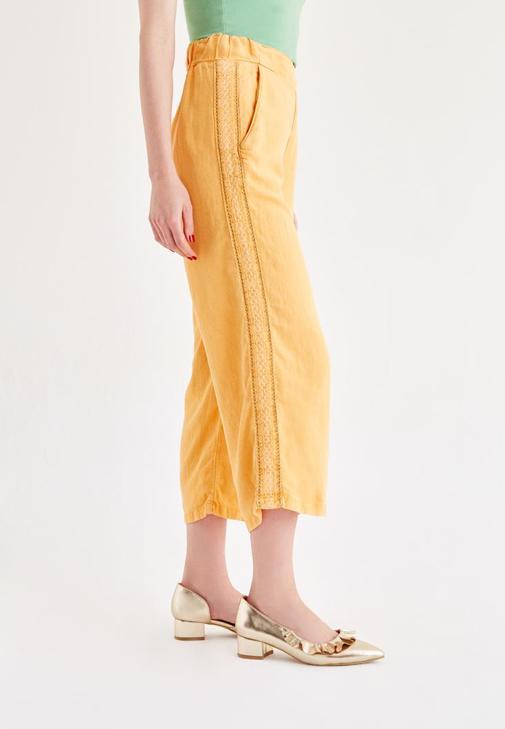 Yeşil Büstiyer Sarı Pantolon Kombini