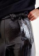 Rugan Pantolon ve Fırfır Detaylı Triko Kombini