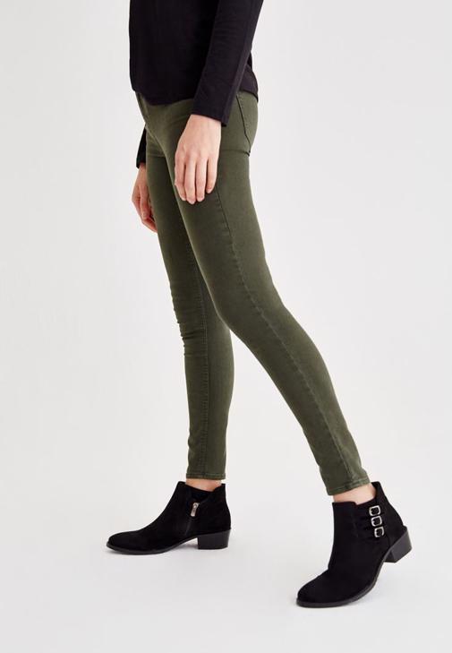 Yeşil Jean ve Gri Hırka Kombini