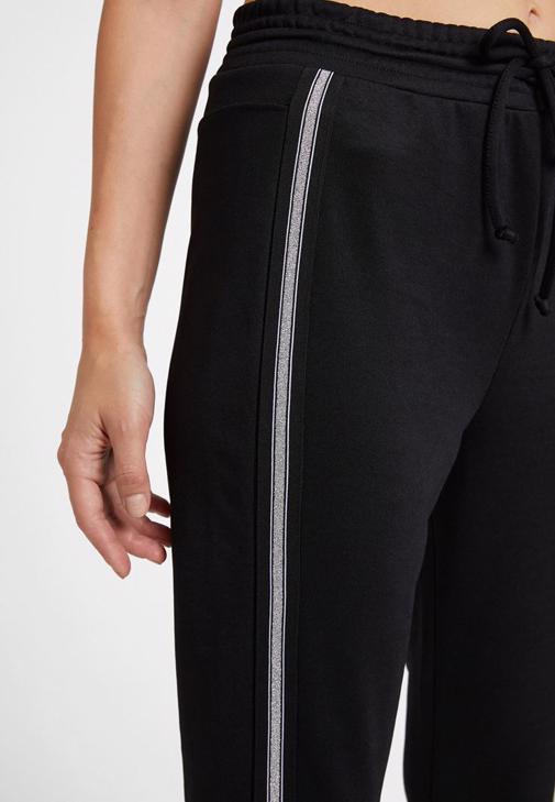 Şerit Detaylı Jogger ve Crop Bluz Kombini