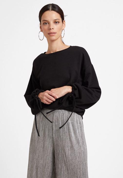 Siyah Bağlama Detaylı Sweatshirt ve Bol Pantolon Kombini