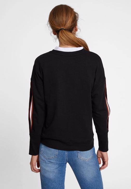 Kol Detaylı Sweatshirt ve Denim Kombini