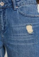 Sırtı Biye Detaylı Tişört ve Denim Pantolon Kombini