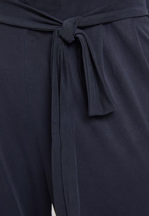 Cupro Pantolon ve Parlak Bluz Kombini