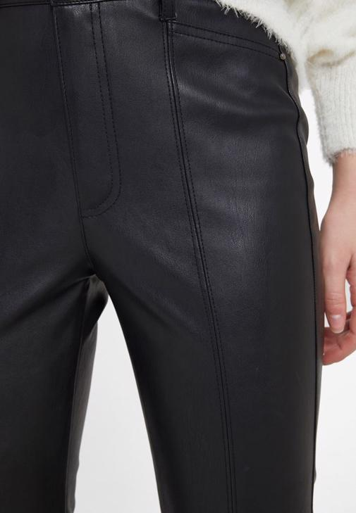 Suni Kürk ve Deri Görünümlü Pantolon Kombini
