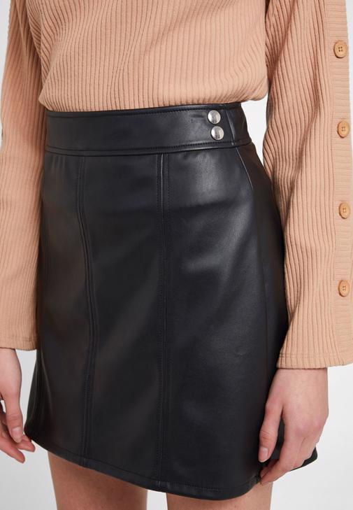 Deri Mini Zımba Detaylı Etek ve Bluz