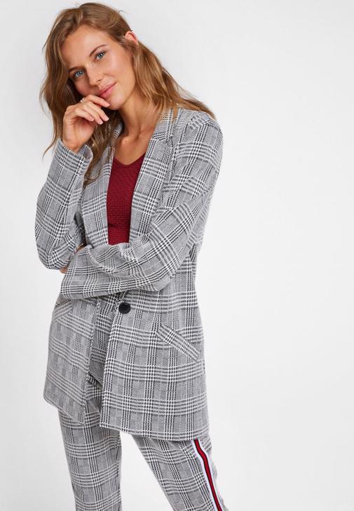 Ekose Ceket ve Şeritli Pantolon Kombini