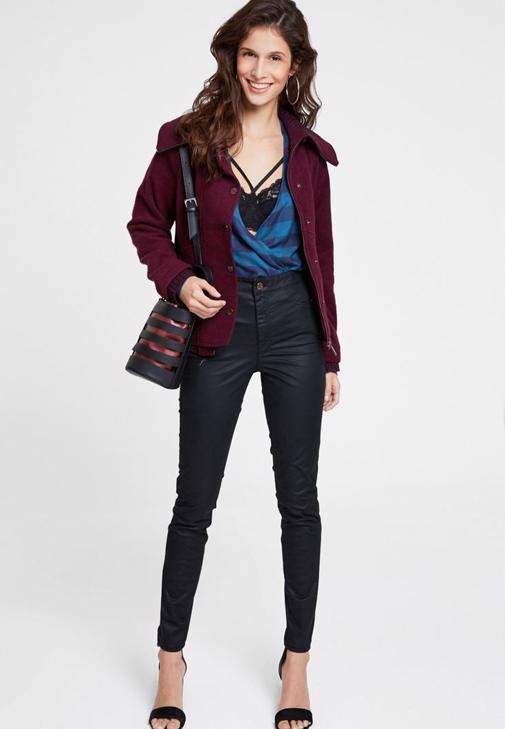 Ekose Desenli Bluz ve Siyah Dar Paça Pantolon Kombini