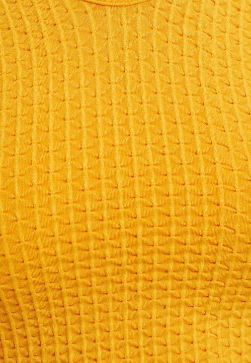 Sarı Crop Bluz ve Boyfriend Jean Kombini