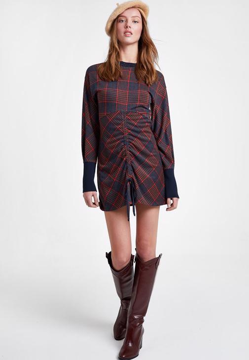 Büzgülü Ekose Elbise ve Kürk Kombini