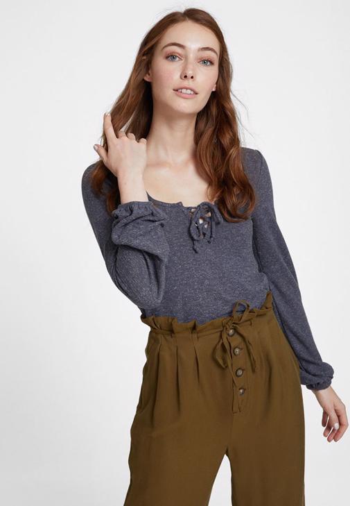 Uzun Kol Detaylı Bluz ve Beli Bağlamalı Pantolon Kombini
