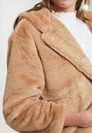 Kahverengi Kürk Ceket ve Jean Kombini