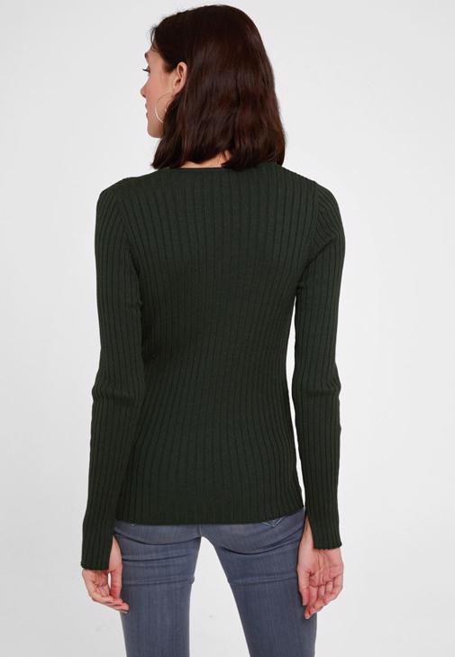Yeşil Hırka Ve Gri Pantolon Kombini