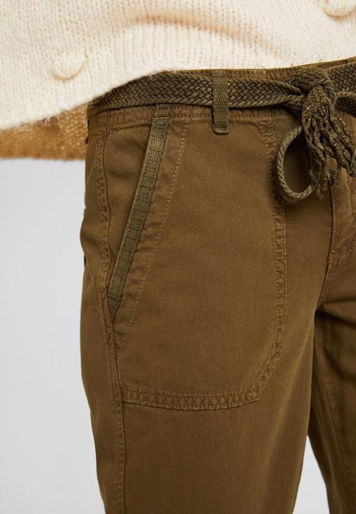 Yeşil Kargo Pantolon ve Kürk Kaban Kombini