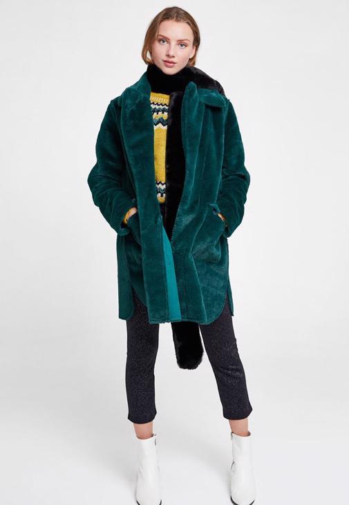 Yeşil Kürk Ceket ve Siyah Pantolon Kombini