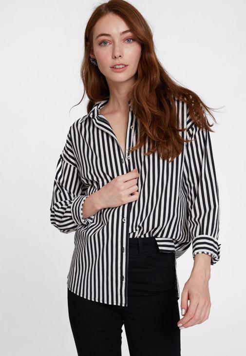 Siyah Çizgi Desenli Gömlek ve Siyah Pantolon Kombini