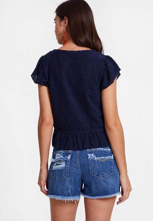 Jean Şort ve Lacivert Bluz Kombini