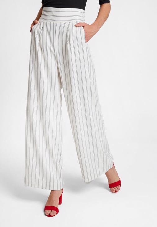 Tek Omuzlu Bluz ve Bol Pantolon Kombini