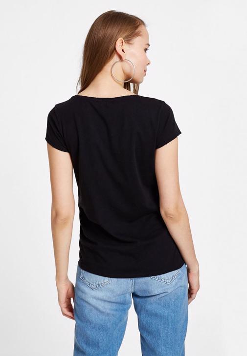 Siyah Baskılı Tişört ve Mom Jean Kombini