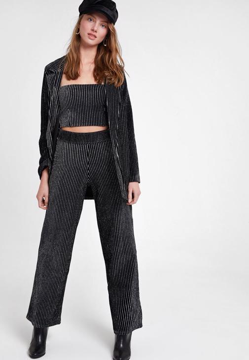 Çizgili Ceket ve Pantolon Kombini