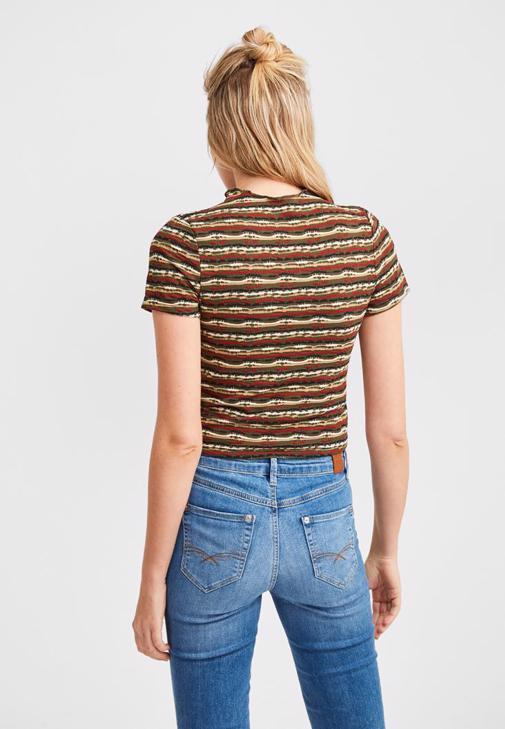 Çizgi Desenli Bluz ve Bol Pantolon Kombini