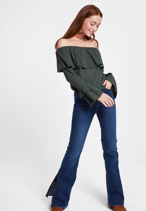 Fırfırlı Bluz ve Denim Pantolon Kombini