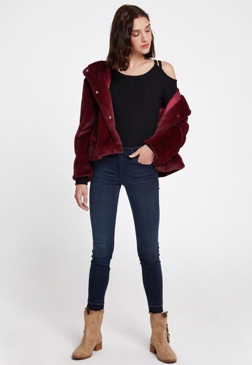 Kürk Ceket ve Denim Pantolon Kombini