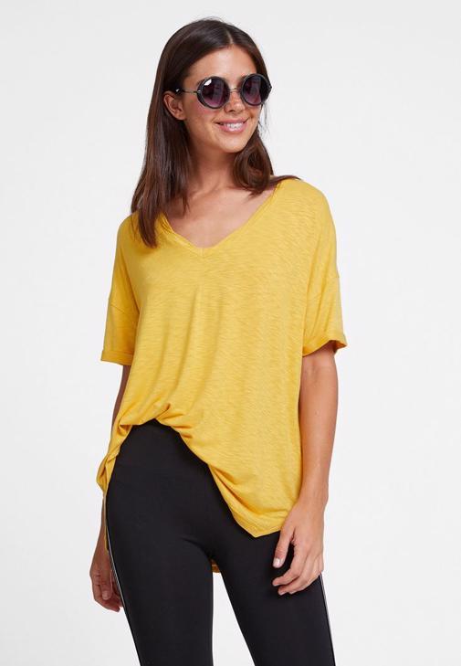 Tayt ve Sarı Tişört Kombini