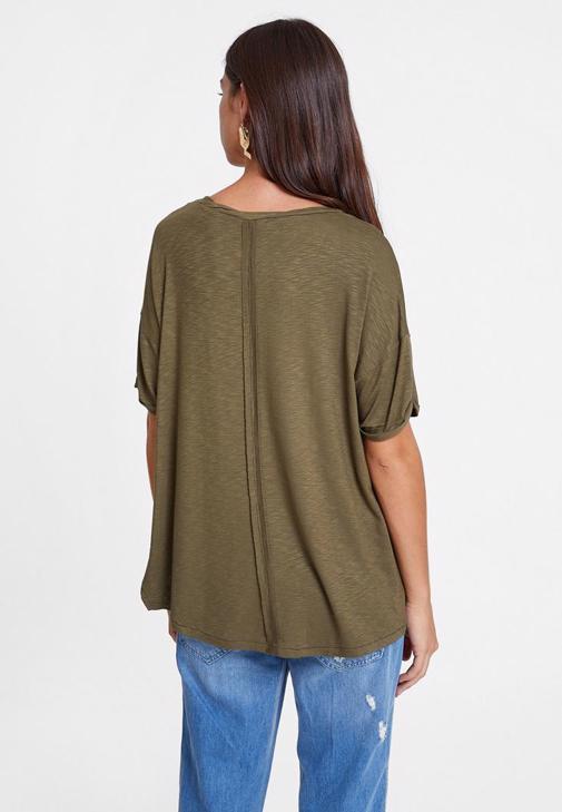 Yeşil Oversize Tişört ve Girlfriend Jean Kombini